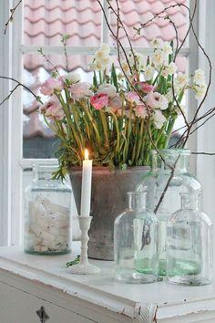 My inner landscape - syflove: old bottles Rustic Cottage, Shabby Cottage, Cottage Style, Farmhouse Decor, Vibeke Design, Deco Floral, Spring Home Decor, Old Bottles, Romantic Homes