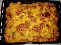 Moussaka - Recipe for a classic Greek oven with potatoes and eggplant . Moussaka Recipe Potato, Macedonian Food, Eggplant Dishes, Greek Dishes, Carne Picada, Roasted Potatoes, Oven Potatoes, Seasoned Potatoes, Gastronomia