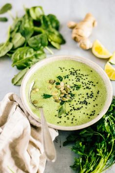 Detox Spinach Soup (Raw) - Healthy Smoothies Soups Bowls - I can't believe how easy this soup is to make, and how great it tastes! Spinach has a new place i - Week Detox Diet, Detox Diet Drinks, Detox Diet Plan, Detox Juices, Cleanse Diet, Stomach Cleanse, Juice Cleanse, Detox Recipes, Raw Food Recipes