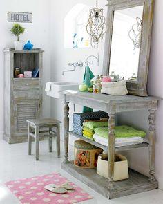 Essa idéia também é um mimo, os móveis antigos restaurados são lindos e estão em alta!