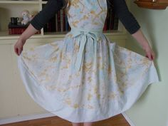 Ladies Hand Sewn Apron Made From Vintage Sheet by Aprons Vintage, Vintage Sheets, Dancing In The Kitchen, Hourglass Figure, Lace Border, Gathered Skirt, How To Look Classy, Hand Sewn, Vintage Floral