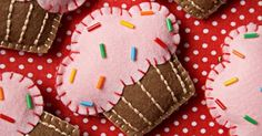 Felt Cupcakes to be badges? Cute Crafts, Felt Crafts, Diy And Crafts, Crafts For Kids, Sewing Crafts, Sewing Projects, Craft Projects, Felt Christmas Ornaments, Christmas Crafts