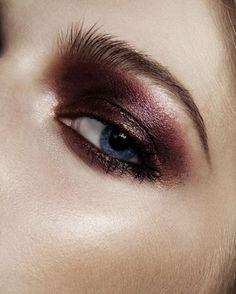 1 d diadebeauteLinda cor de sombra para fazer um esfumado com emoção! Adoro tons de vinho nos olhos
