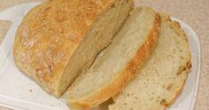Upéct si doma pěkně křupavý bramborový chleba je prostě super. Paní Čuba pro vás má jednoduchý a mňamňózní recept, který si zamilujete. Cuba, Food And Drink, Bread, Baking, Invite, Scrappy Quilts, Patisserie, Breads, Bakken