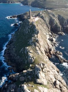 14. Faro Cabo Vilán, visto de lejos, el faro tiene algo de minarete, a los 24…