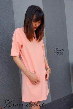 Đầm suông dạo phố Sanato - thiết kế đậm chất công sở, đầm suông, tay ngắn, điểm nhấn là hai chiếc túi nhỏ hai bên tinh tế mang lại nét thanh lịch cho các nàng