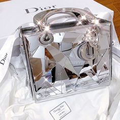 Luxury Purses, Luxury Bags, Vuitton Bag, Louis Vuitton Handbags, Replica Handbags, Purses And Handbags, Designer Handbags, Fashion Bags, Fashion Accessories