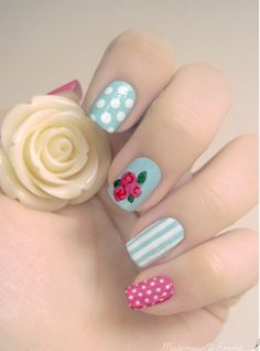 Uñas decoradas. Rosa, azul y blanco. Lunares, rayas y flores. Pink, blue and white. Polka dots, stripes and flowers -Nail design
