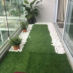 60 Best Artificial Grass Ideas, You Should Put on Your Lawn Tiny balcony with artificial grass and river pebbles Small Balcony Design, Small Balcony Garden, Small Balcony Decor, Balcony Plants, Small Patio, Balcony Ideas, Plants Indoor, Patio Ideas, Patio Plants