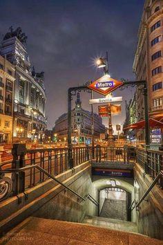 #paisajes #paisajesbonitos #madrid #madridcity #madridbonito Madrid City, Madrid Barcelona, Madrid Metro, Underground Cities, U Bahn, Seville Spain, Portugal, City Aesthetic, Hotels