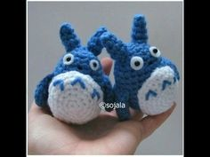 How To Crochet A Totoro Free Pattern, a mini version! great tutorial, thanks so for share xox written pattern here: http://www.amigurumitogo.com/2013/02/blue-totoro.html