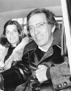 American singer Andy Williams and Laurie Wright, in the back of a car after landing at London Airport, October (Photo by Peter Cade/Central Press/Getty Images)
