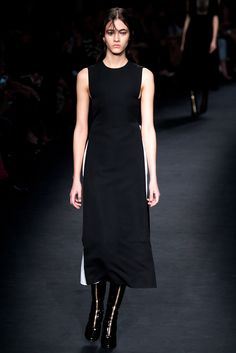 Tunic over white skirt?  Valentino Fall 2015 Ready-to-Wear Fashion Show - Paula Galecka (Viva)