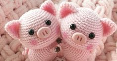 Free amigurumi pattern for a cute crochet pig toy. The height of finished pig is about 16 cm Do you like this sweet crochet pig? Right here you can see how to make this amigurumi pig. To create a 6 inch pig doll you will need Jeans yarn and mm crochet hoo Crochet Pig, Chat Crochet, Crochet Mignon, Crochet Crafts, Crochet Dolls, Crochet Projects, Free Crochet, Diy Crafts, Patron Crochet
