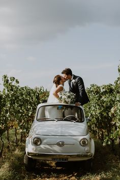 Intimate destination wedding in Tuscany // Retro fiat 500 // Location: Villa S Andrea Chianti // Wedding dress: By Malina Bridal // Destination wedding Italy // Vineyard wedding