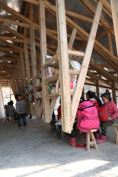 """The wood for the structure, including the trusses, came from a local timber company. Search """"library"""" from In China, a Library Doubles as an Earthquake Memorial. Browse inspirational photos of modern homes. Timber Architecture, Timber Buildings, Sustainable Architecture, Architecture Details, Bamboo Structure, Timber Structure, In China, Timber Companies, African House"""
