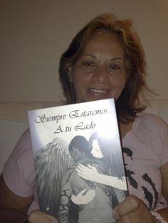 """Alicia con su novela """"Siempre estermos a tu lado""""  bendiciones."""