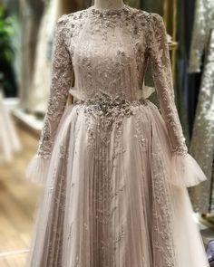 Source by guguzar dresses hijab – Hijab Fashion 2020 Muslimah Wedding Dress, Hijab Wedding Dresses, Prom Dresses, Mode Abaya, Mode Hijab, Mom Dress, Lace Dress, Modest Fashion, Fashion Dresses