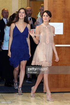 Nachrichtenfoto : Clara Alonso and Martina Stoessel attend 'Tini -...