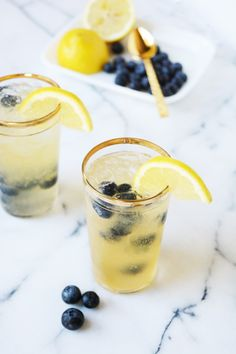 Blueberry bourbon vanilla lemonade mocktail recipe! Fun non-alcoholic drink the whole family can enjoy.