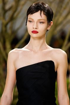 Love that slope at the top of the bodice. Christian Dior Spring 2013 Couture - simple but so elegant..