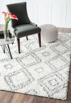 $49.99 plus free shipping! Cozy Soft and Plush Moroccan Trellis White/ Grey Shag Rug 4' X 6'