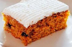 Mary Berry: Carrot Cake with Mascarpone Topping This is a great cake that is super easy to make (whack it all in and bob's your uncle). It has bananas in it (and I think less fat/oil as a result) so it is a bit bananary but I like that :) The topping is s Cracker Barrel Carrots, Cracker Barrel Recipes, Baking Recipes, Cake Recipes, Dessert Recipes, Mary Berry Carrot Cake, Food Cakes, Cupcake Cakes, Cupcakes