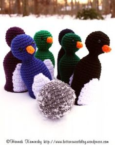 Links to free crochet patterns for several game sets. Like the penguin bowling for the nephews, also ring toss, roll-up checker board, etc.