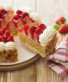"""銀座コージーコーナーさんのツイート: """"\旬の #苺 フェア開催中/ 紅ほっぺ、とちおとめ、きらぴ香を使った #ケーキ が大集合! 甘みと酸味のバランスが絶妙な「紅ほっぺ」と、りんごダイス入りまろやかカスタードの「紅ほっぺのナポレオンパイ」がオススメ♪ https://t.co/SsfRQsLvhe https://t.co/upWIAK1WyE"""""""