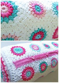 Petite Fee: Haakpatroon Granny Square - Free crochet pattern for granny square cylindrical cushion - love these colors on the white background, and use of buttons Crochet Home, Love Crochet, Crochet Crafts, Crochet Projects, Knit Crochet, Crochet Granny, Crochet Stitch, Crochet Motifs, Crochet Squares