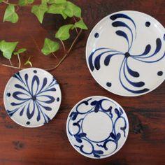 Yomitan plates from Okinawa, Japan 陶器工房壹 染付5寸皿【四弁花】- 和食器とやちむん通販【うつわ橙】