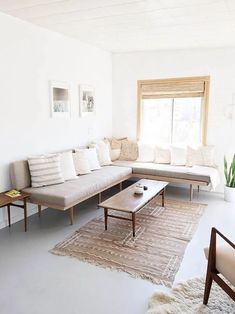 Entry into a minimalist design with sober and elegant furniture 00019 Rooms Home Decor, Home Living Room, Apartment Living, Living Room Furniture, Home Furniture, Living Room Decor, Living Spaces, Furniture Shopping, Apartment Therapy