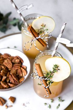 - Christmas cocktail with lille, pear and cinnamon -The perfect Christmas drink: Lillet Winter Thyme. - Christmas cocktail with lille, pear and cinnamon - Winter Drink, Winter Cocktails, Christmas Cocktails, Christmas Brunch, Christmas Christmas, Weihnachtlicher Cocktail, Lillet Berry, Spicy Candy, Vegetable Drinks