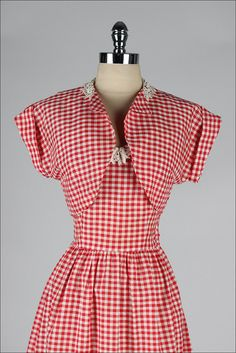 red white cotton by millstreetvintage 50 Style Dresses, Women's Dresses, Pretty Dresses, Red Gingham, Gingham Dress, Dress Red, Vintage 1950s Dresses, Vintage Wear, Vintage Outfits