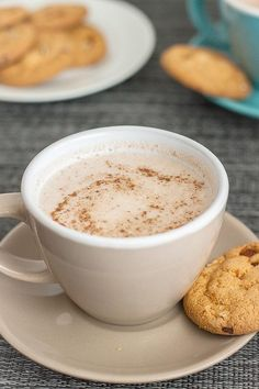 Copycat Starbucks Gingerbread Latte- The infamous seasonal drink at Starbucks gets a healthy makeover- gluten free, paleo and sugar free! Starbucks Recipes, Starbucks Drinks, Healthy Christmas Treats, Gingerbread Latte, Vegan Gingerbread, Breakfast Wraps, National Coffee Day, Snack Recipes, Drink Recipes