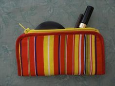 Tutorial for a make up pouch made from a zipper and a pot holder, clever!