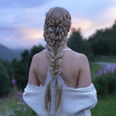 "Mermaid style A tutorial for this hairstyle can be found in our book ""Eventyrlige fletter & frisyrer"" (Fairytale braids & hairstyles), which you can get through the link in our bio❤️"