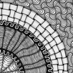 Zentangle. Размер квадратика: 9х9 см.  Материалы: гелевая ручка, карандаш. Шаблон TanglePatterns String 157 (автор Jane Eileen Malone), был опубликован на сайте TanglePatterns.com.