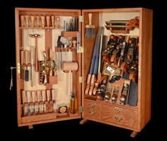 I can't remember the difference between want and need...but I am 99% positive that I need this Lie-Nielsen tool chest.
