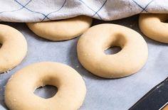 Sladkosti pre deti v podobe kváskového pečenia. Výhody + recept na kváskové šišky Holidays And Events, Bagel, Doughnut, Sweets, Bread, Desserts, Recipes, Fit, Basket