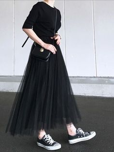 How To Wear Black Skirt Girls 62 Ideas 36 Perfect Winter Outfit Ideas Fashion long skirt outfits ideas Black Converse Outfits, Black Skirt Outfits, Black Pleated Skirt, Pleated Skirts, Long Skirts, Black Tulle Skirts, Long Black Skirts, Tule Skirt Outfit, Mini Skirt