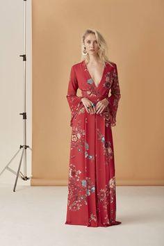 Com inspiração nipônica, nosso vestido traz uma estampa exclusiva que mescla o estilo oriental com coloridas flores!  Vestido ref. A750   SHOP NOW: http://www.amissima.com.br/