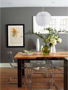 New wood table modern chairs colour ideas Dining Room Walls, Dining Room Design, Grey Dining Tables, Clear Dining Chairs, Kitchen Tables, Round Dining, Gray Painted Walls, Grey Walls, Esstisch Design