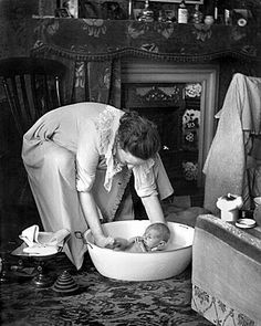 Bath time by the fire. which I had when I was four in a big tin bath on a Sunday. ready for school on Monday. Antique Photos, Vintage Pictures, Old Pictures, Vintage Images, Old Photos, Chef D Oeuvre, The Good Old Days, Vintage Photographs, Vintage Children