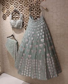 Lehnga designs - Exalted Plus Size Womens Fashion Curvy Fashionista Ideas Indian Wedding Outfits, Bridal Outfits, Indian Outfits, Couture Outfits, Indian Attire, Indian Ethnic Wear, Pakistani Dresses, Indian Dresses, Indian Lehenga