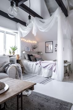 Inspiration from interior and exterior design. I select and post the interiors that make me want to live in that room. Cute Bedroom Decor, Room Ideas Bedroom, Home Bedroom, Dream Rooms, Dream Bedroom, Aesthetic Room Decor, Cozy Room, Beautiful Bedrooms, House Rooms