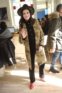 See photos of the best celebrity outfits at Sundance Film Festival from Taylor Swift to Kerry Washington to Gina Rodriguez and more. Carrie Brownstein, Rachel Brosnahan, Issa Rae, Gina Rodriguez, Tessa Thompson, Sundance Film Festival, Weekly Outfits, Anne Hathaway, Eva Longoria