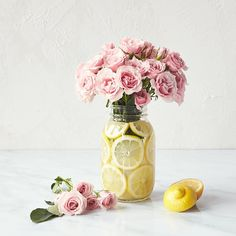 When life gives you lemons make a simple but beautiful mason jar centerpiece.