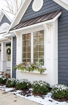 Gray and White Christmas Front Porch - The Lilypad Cottage : Gray and white Christmas front porch decor and winter window box ideas Bay Window Exterior, House Paint Exterior, Exterior House Colors, Exterior Design, Winter Window Boxes, Cottage Homes, Cottage House Exteriors, Cottage Windows, House Windows