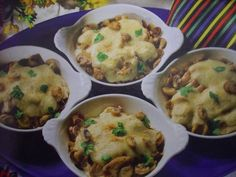 Ovengebakken Kip-champignon Pannetje recept | Smulweb.nl Tapas, Holiday Recipes, Dinner Recipes, Cooking Recipes, Healthy Recipes, Menu, Dinner Is Served, Food Facts, High Tea